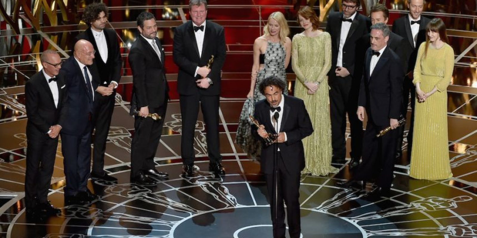 "Iñárritu al momento de recoger el Oscar 2015 a ""Mejor película"" por ""Birdman or (The Unexpected Virtue of Ignorance)"". Foto: Getty Images"