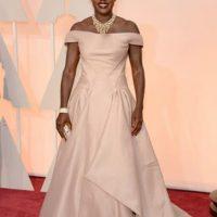 Viola Davis, así no. Un maquillaje muy oscuro. Un vestido desfavorecedor. Foto:Getty Images