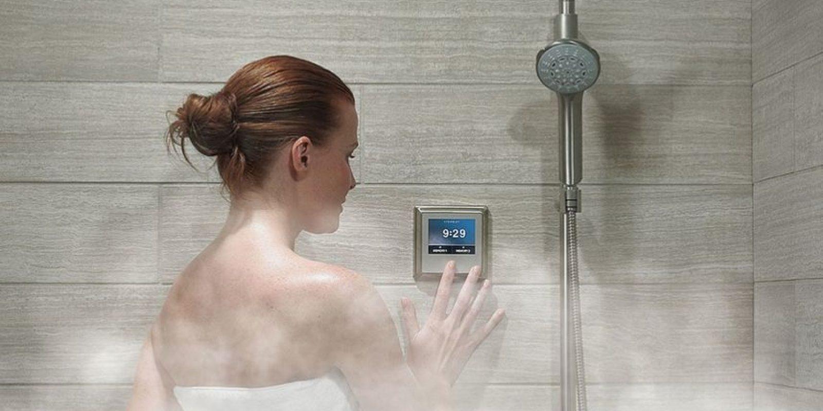 Un sistema de vapor que convierte la ducha de la estrella en un sauna. Foto:Popsugar