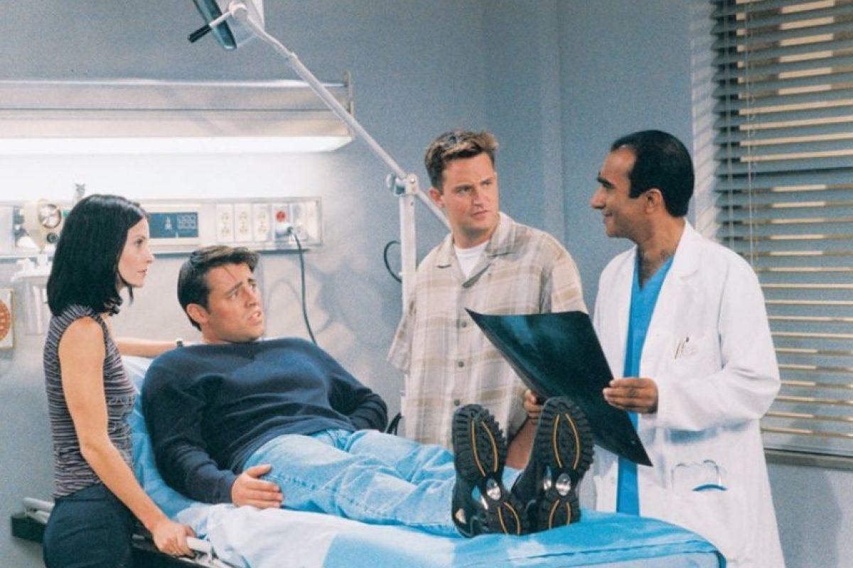 Por operación de hernia: 5 mil 500 dólares. Foto:Facebook/Friends