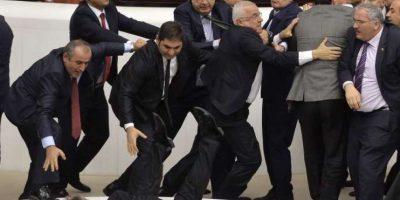FOTOS. La mejores peleas de políticos en los últimos años