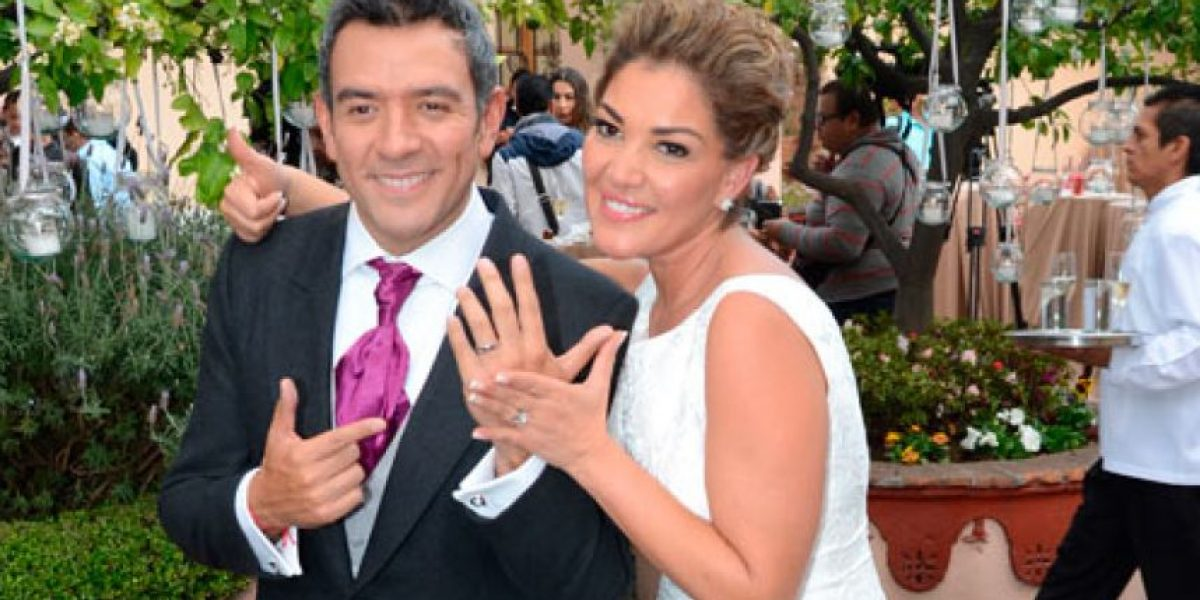 Héctor Sandarti agradece los buenos deseos por su boda en Twitter