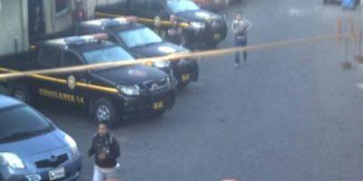 VIDEO. Dos asaltantes intentan escapar frente a comisaría
