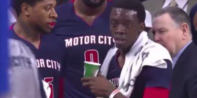 VIDEO: Basquetbolista de la NBA vomita en pleno partido