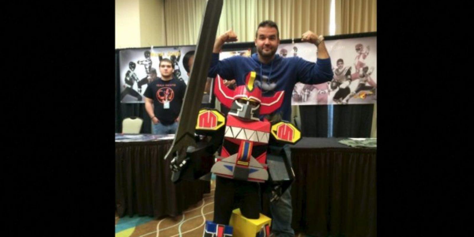 Hoy en día, el actor se dedica a vender mercancía del Power Ranger rojo y asiste a convenciones para convivir con los fans Foto:Facebook/Austin ST John