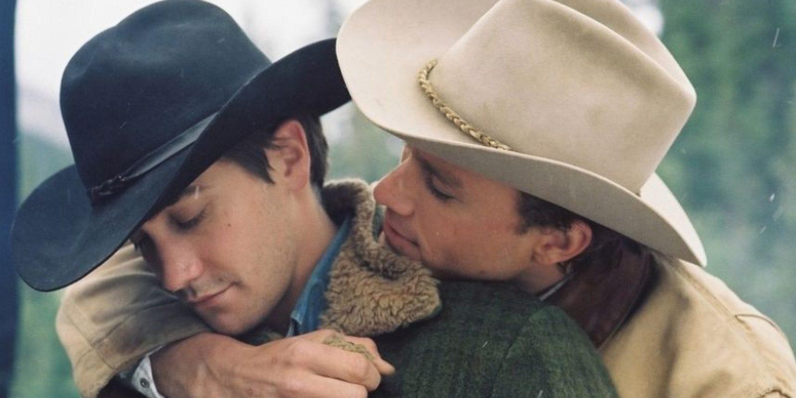"""Hollywood apostó a lo grande cuando hizo """"Brokeback Mountain"""" en 2005. El romance entre Ennis Del Mar (Heath Ledger) y Jack Twist (Jake Gyllenhaal) fue un éxito de taquilla. La película ganó tres premios Oscar Foto:Focus Features"""