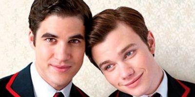 """Kurt (Chris Colfer) y Blaine (Darren Criss) son compañeros de canto y novios en la serie """"Glee"""". Blaine es mentor de Kurt y aunque en la última temporada su relación pasó por una crisis, aún apuestan al amor Foto:FOX"""