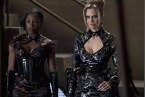 """""""Pam"""" y """"Tara"""" de """"True Blood"""", tienen una de las relaciones más extrañas y especiales que transcurren en la serie de vampiros. """"Tara"""" es interpretada por Rutina Wesley, mientras que a """"Pam"""" le da vida Kristin Bauer. Foto:HBO"""