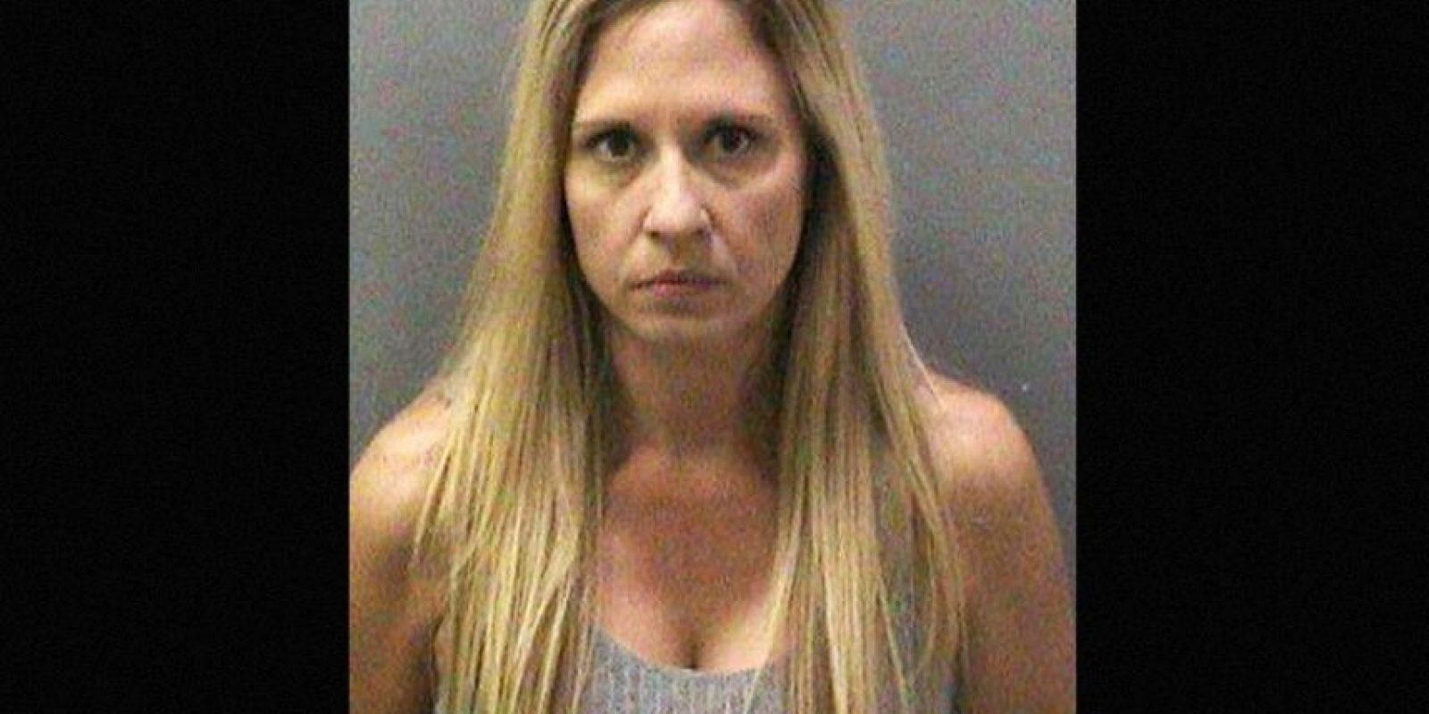 Melody Lippert, acusada de tener sexo en la playa con sus estudiantes Foto:AP