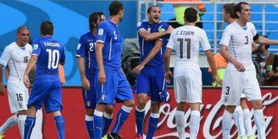 Suárez no fue expulsado del partido por el árbitro mexicano Marco Antonio Rodríguez. Foto:Getty Images
