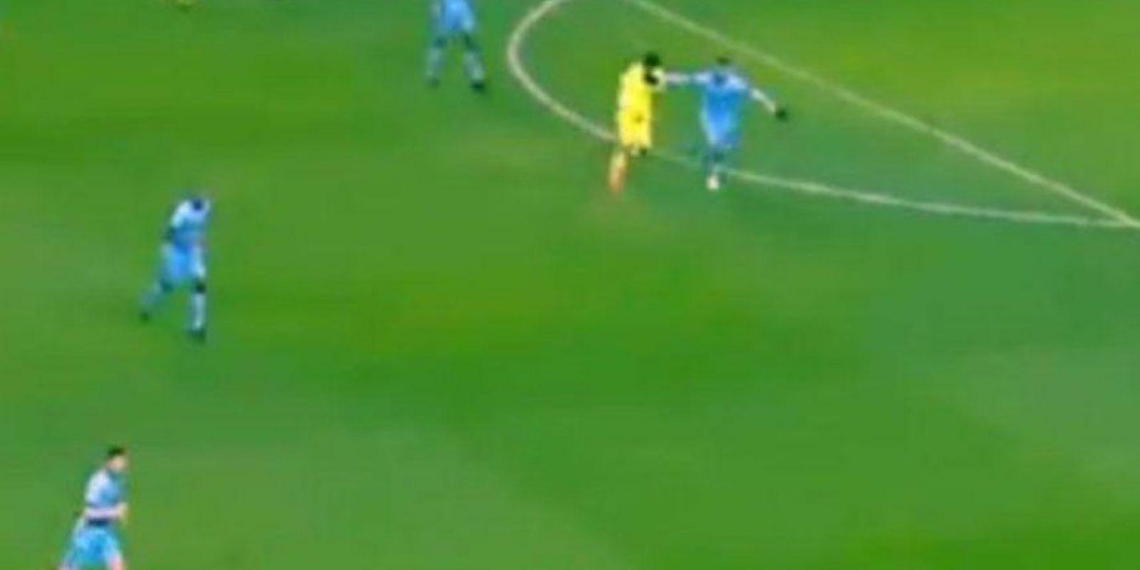 Tomas como están hacen suponer que Suárez sí mordió al defensor argentino. Foto:Vine