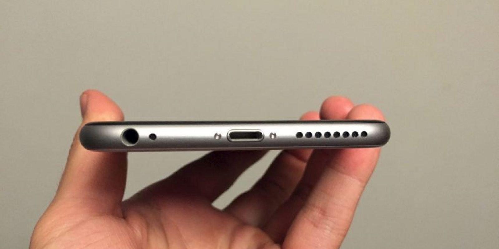 La parte inferior del iPhone 6. Foto: Apple