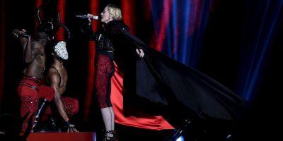 Segundos después de que fuera tomada esta fotografía, Madonna cayó del escenario Foto:Getty Images