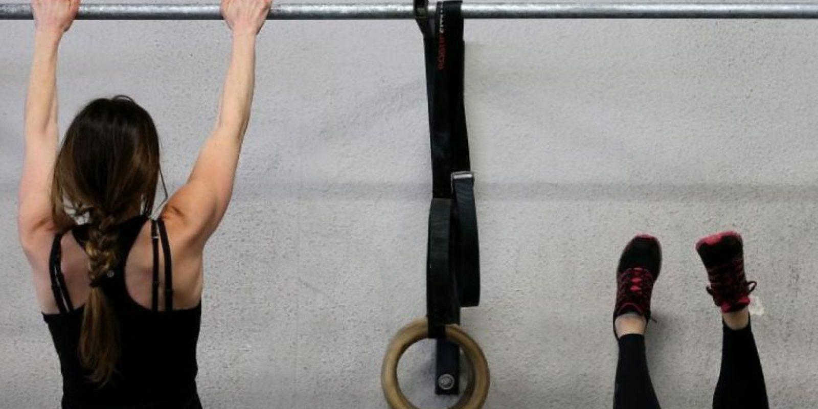 Los beneficios incluyen la mejora de la capacidad aeróbica y el aumento de resistencia, reducción de grasa corporal y aumento de la fuerza. Foto:Getty Images
