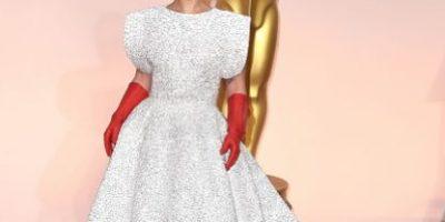"""FOTOS: Así se """"creó"""" el polémico vestido de Lady Gaga en los Oscar"""