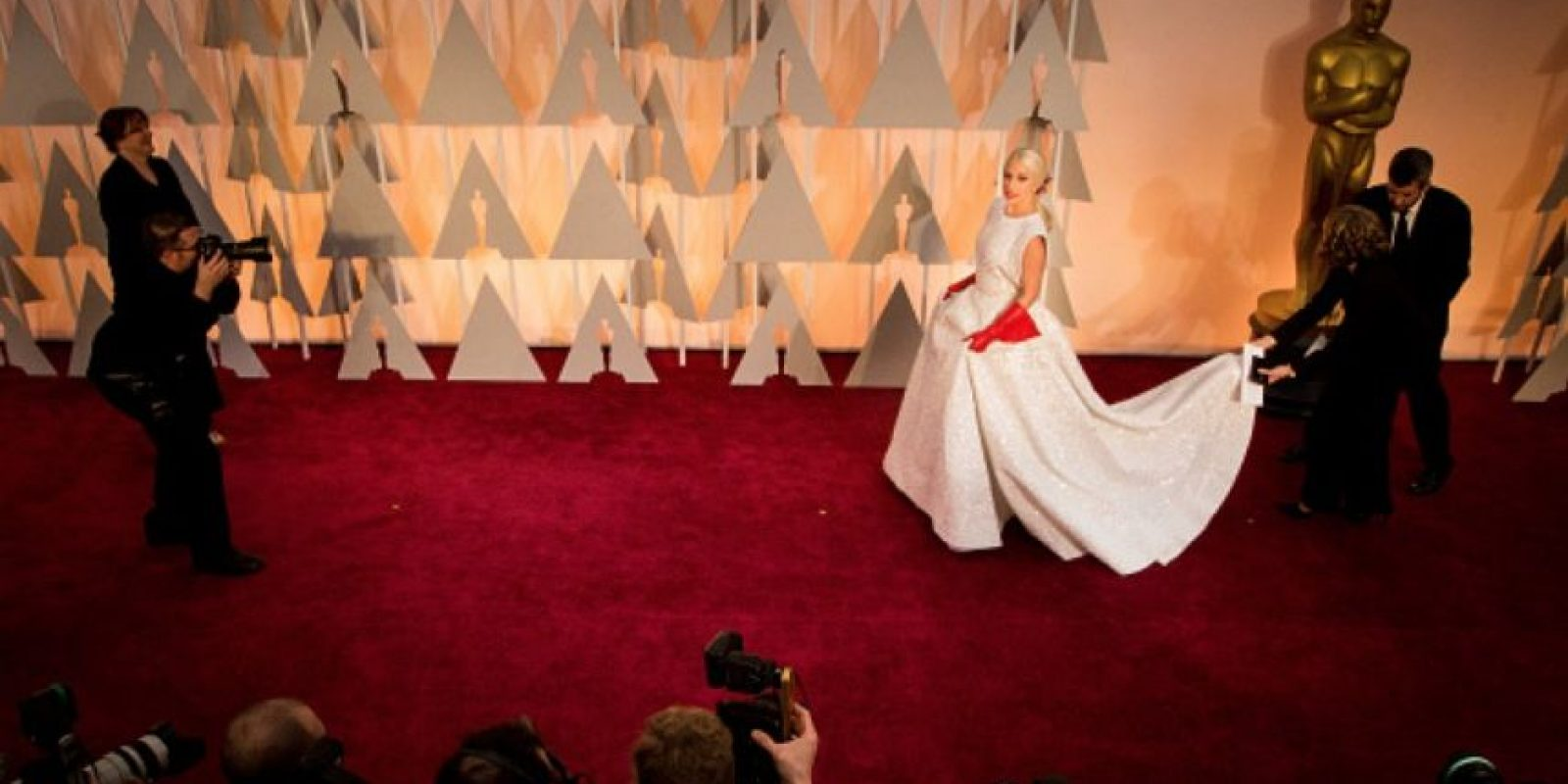 El vestido fue hecho por Azadine Aläia Foto:Getty Images