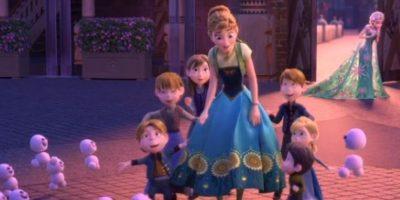 """El baile de """"Olaf"""" con las gaviotas es una referencia al baile de """"Bert"""" con los pingüinos en """"Mary Poppins"""". Foto:Disney"""