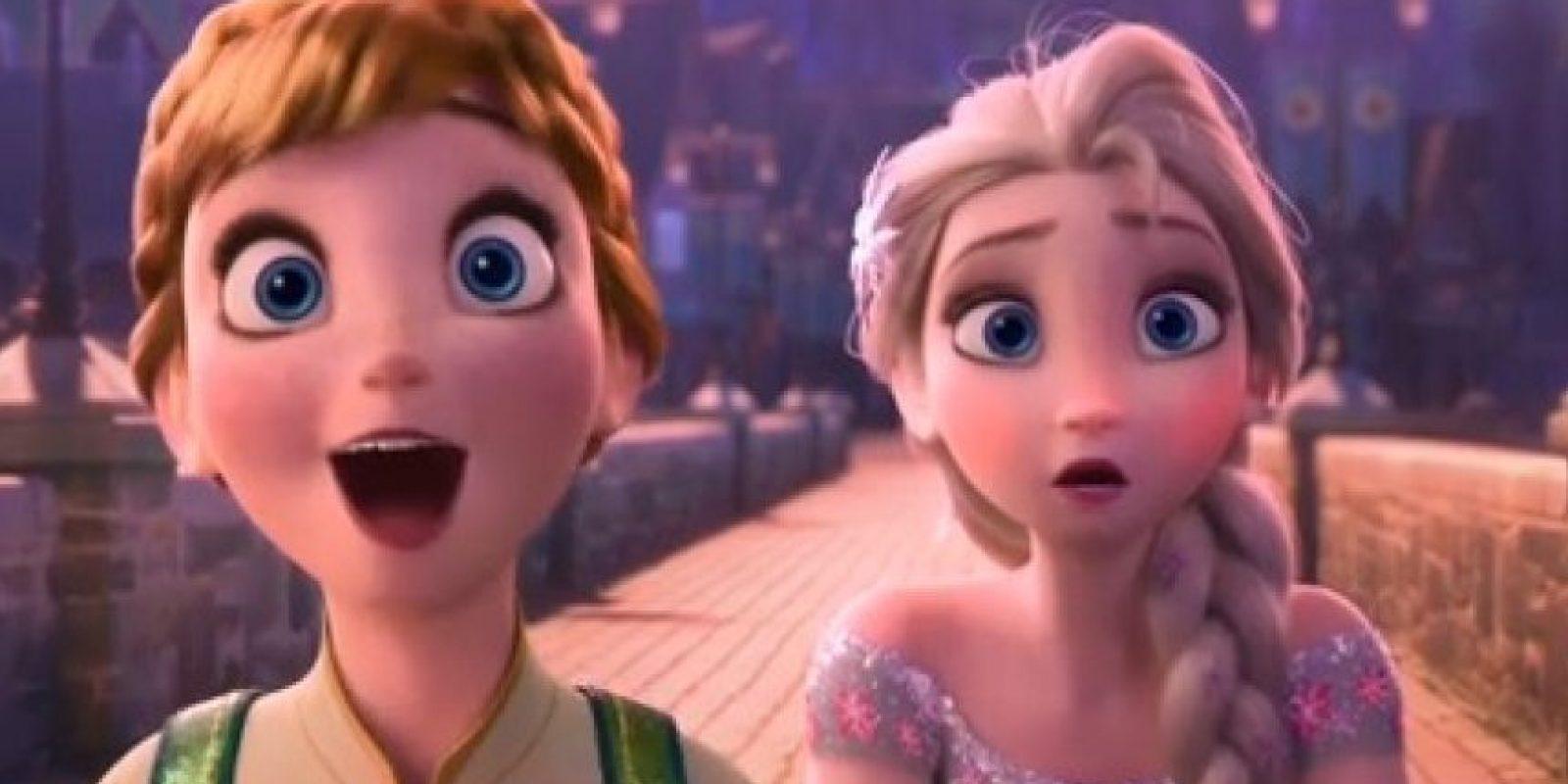 """Cuando las puertas se abren durante la canción """"The First Time in Forever"""", al fondo aparecen otras princesas de Disney, como """"Rapunzel"""" y """"Eugene"""" de """"Enredados"""" Foto:Disney"""