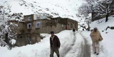 Los residentes sufren también por la falta de alimentos. Foto:AP