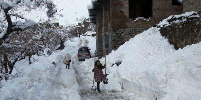 La gente trata de protegerse del frío saliendo sólo por lo indispensable. Foto:AP