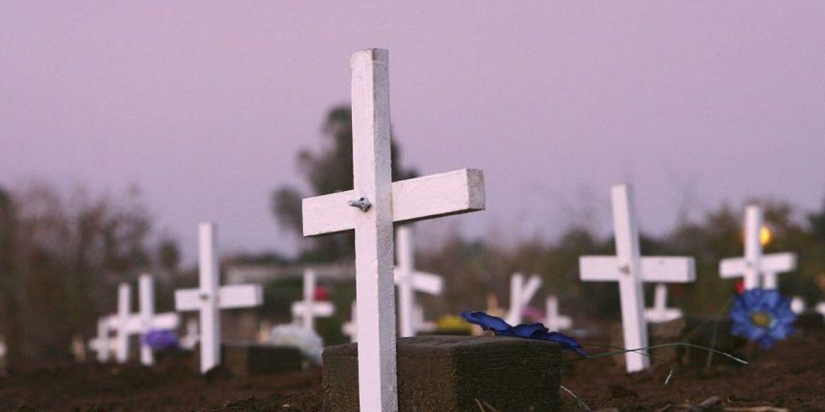 Encuentran a pareja teniendo sexo en un cementerio