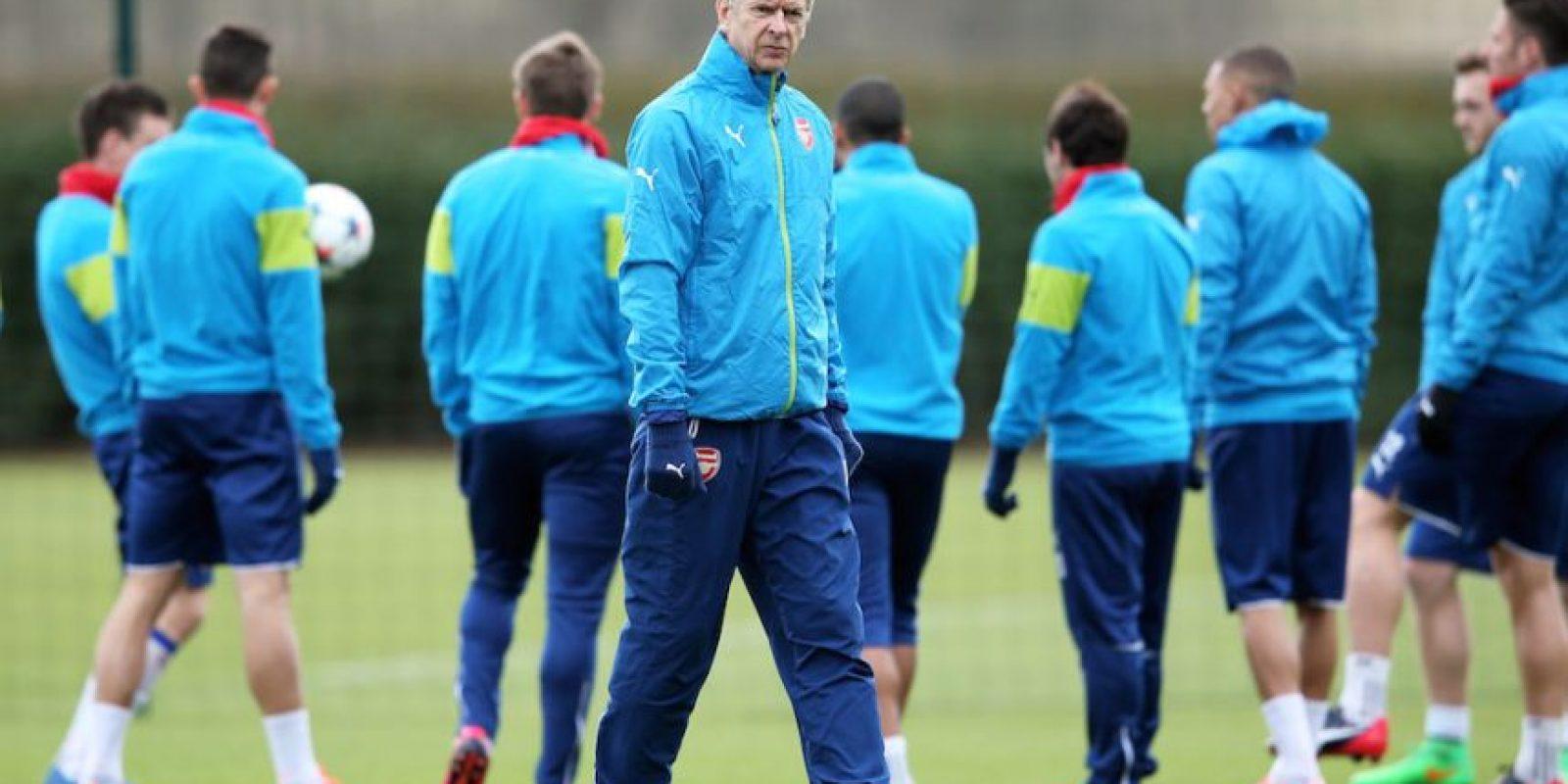 El francés Arsène Wenger, entrenador del Arsenal, dice que únicamente piensa en clasificarse a los cuartos de final. Foto:Getty Images