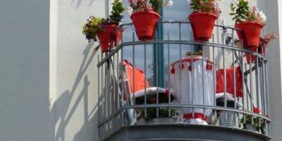 8. En el balcón