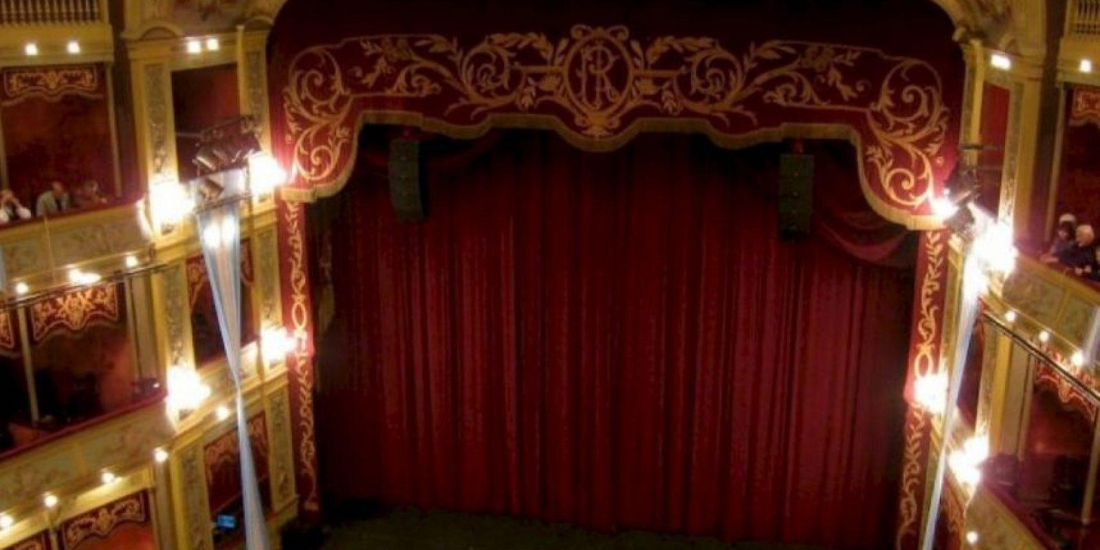 12. En una función de teatro Foto:Wikimedia