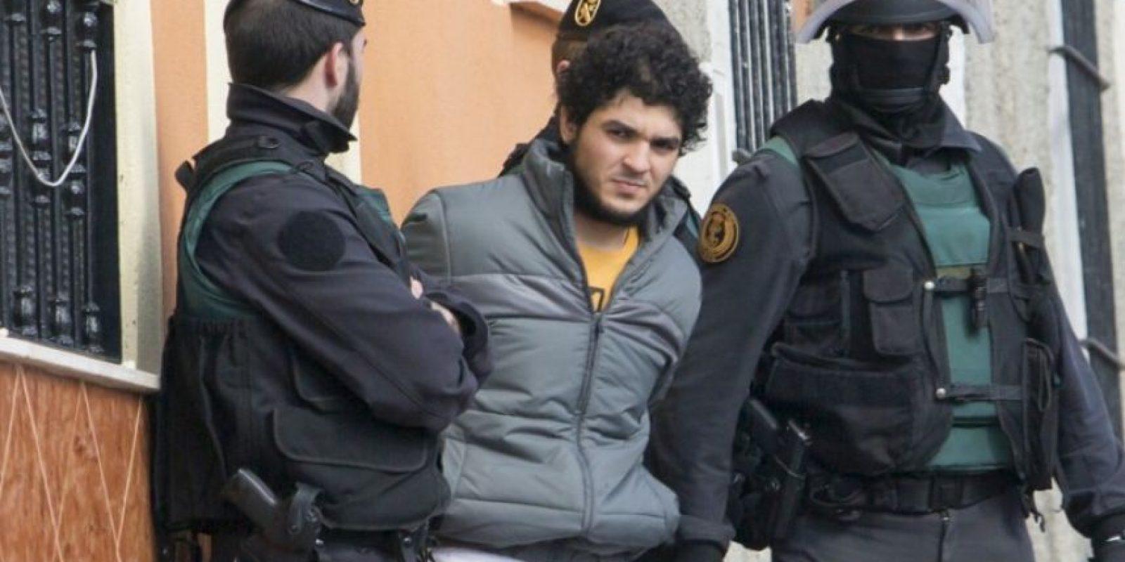 Una de las cuatro personas detenidas por supuestamente reclutar militantes para el grupo Estado Islámico en España Foto:AFP