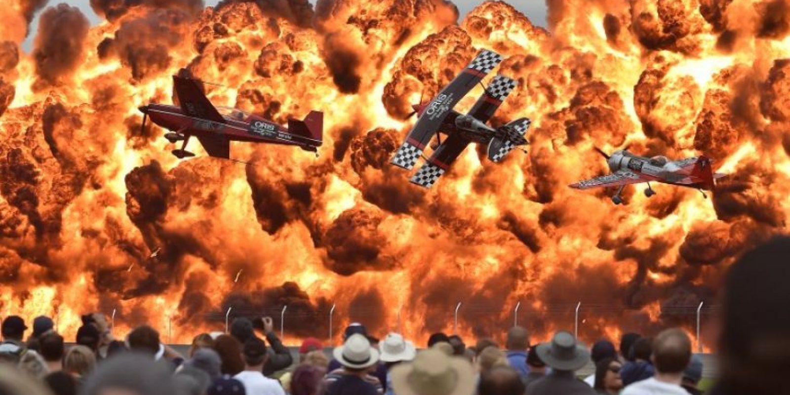 Pilotos realizan acrobacias en una exhibición en Australia Foto:AFP