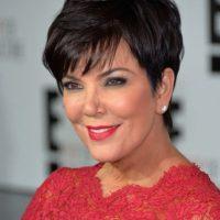 """Y un año después su mamá, Kris Jenner usó el mismo vestido durante un evento del canal """"E! Entertainment"""" Foto:Getty Images"""