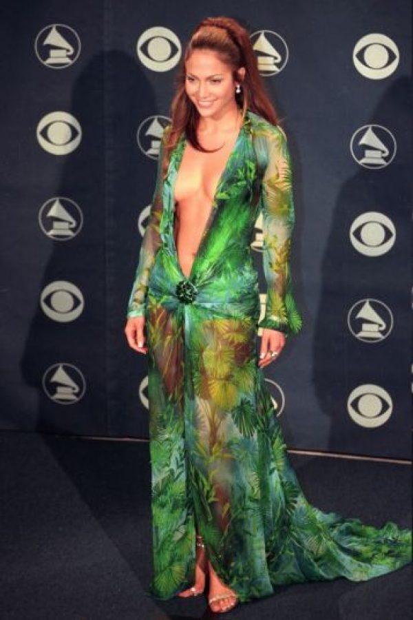 JLo se presentó con este Versace en los Grammy de 1999 Foto:Getty Images