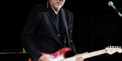 Pete Townshend: El guitarrista de la mítica banda 'The Who' estuvo involucrado hace 10 años en un escándalo de pornografía infantil, al comprobarse que pagó con su tarjeta de crédito para verla. Foto:Getty Images