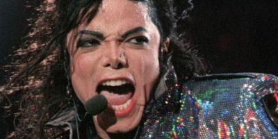 Michael Jackson: su carrera siempre estuvo ensombrecida por acusaciones de abuso sexual. El último juicio que enfrentó fue en 2003 y allí tuvo libertad condicional. Dicen que por los abusos de su padre, desarrolló una personalidad infantil y patológica. Foto:Getty Images