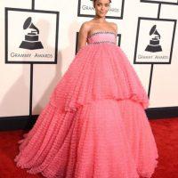 Rihanna llevó este vestido de Giambattista Valli para los Grammy de este año Foto:Twitter