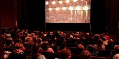 """A la mujer no le importó llevar a su bebé al cine con tal de ver """"50 Sombras de Grey"""". Foto:Tumblr.com/Tagged-cine"""