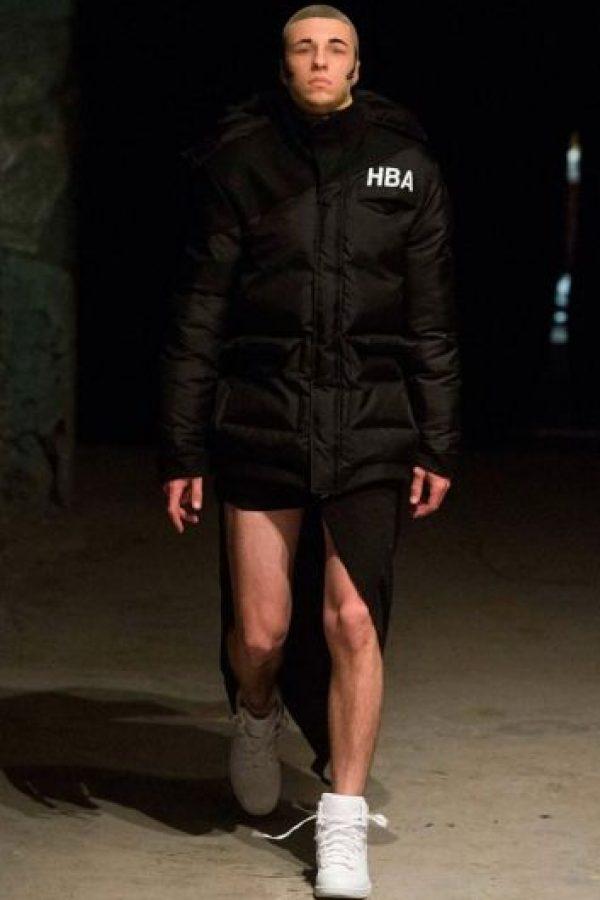 El último intento para adaptar la moda masculina y el más célebre fue en el cambio de milenio. Foto:Getty Images