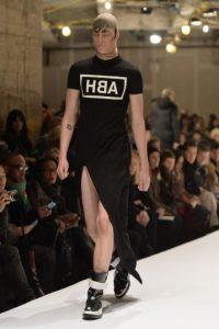 Pocos intentos se han hecho por parte de la moda masculina para adaptar lo femenino. Foto:Twitter