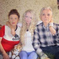 Valeria y sus abuelos Foto:Sitio Web