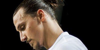 Ibra chocó con David Luiz y fingió una lesión Foto:Getty