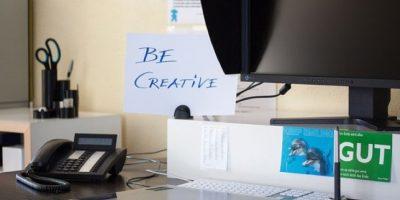 """También se les conoce como """"workaholics"""", son los que envían correos a altas horas de la madrugada. Suelen pedir tareas a última hora y exigen que se realicen los proyectos hasta altas horas de la noche. Foto:Pixabay"""