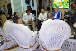 Diversos medios oficiales publicaron fotos de la reunión. Foto:granma.cu / Estudio Revolución