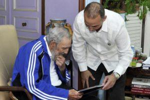 Muchas personalidades han visitado al líder cubano en su residencia. Foto:granma.cu / Estudio Revolución
