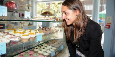 Por lo que se recomienda evitar alimentos poco saludables y golosinas o pastelillos. El tipo de comida que solíamos amar en la infancia. Foto:Getty Images