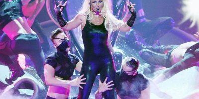 ¡Oops! lo hizo otra vez, Britney pierde la peluca en pleno show