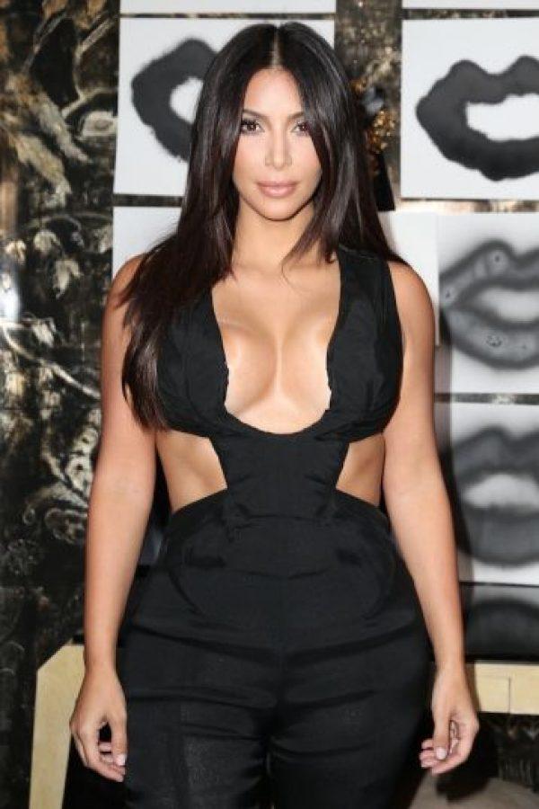 1.- Kim contrató a una persona para que convierta sus pechos en uno de sus mejores atractivos Foto:Getty Images