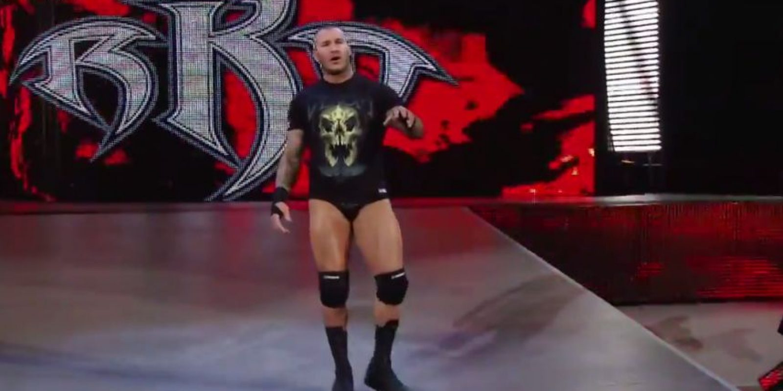 Cuando Seth iba a atacar a Jon, apareció Randy Orton Foto:WWE