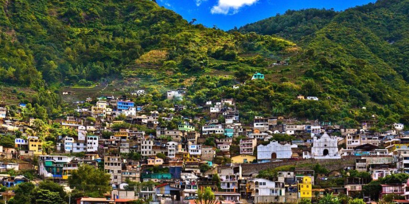 Los pueblos que rodean al lago no son nada coloridos ni interesantes. Foto:http://www.buzzfeed.com/