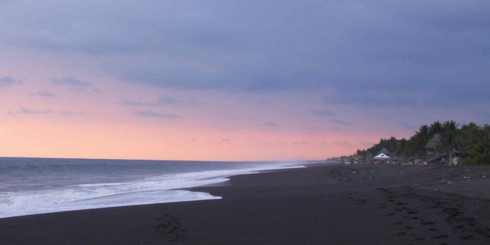 Y algunas de sus playas tienen arena negra, lo cual es totalmente desagradable. Foto:http://www.buzzfeed.com