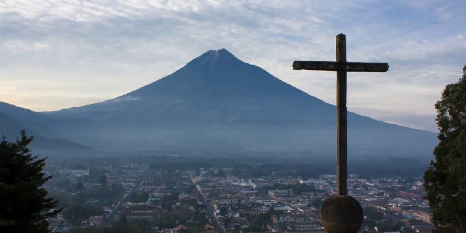 Se supone que uno de los lugares que debes visitar es Antigua Guatemala. Foto:http://www.buzzfeed.com/